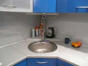 фото угловая мойка на кухне