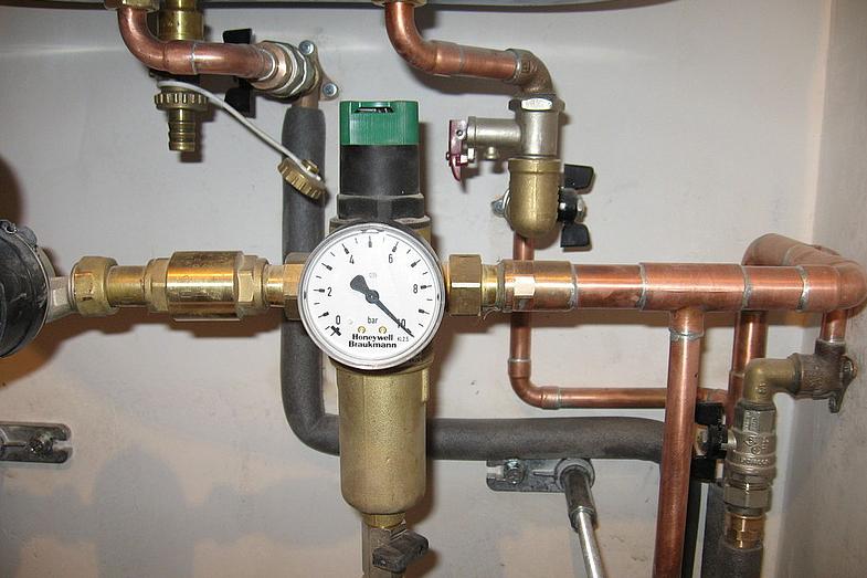 Установка редуктора давления воды в квартире своими руками