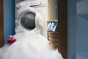 Почему стиральная машинка течет снизу - возможные причины