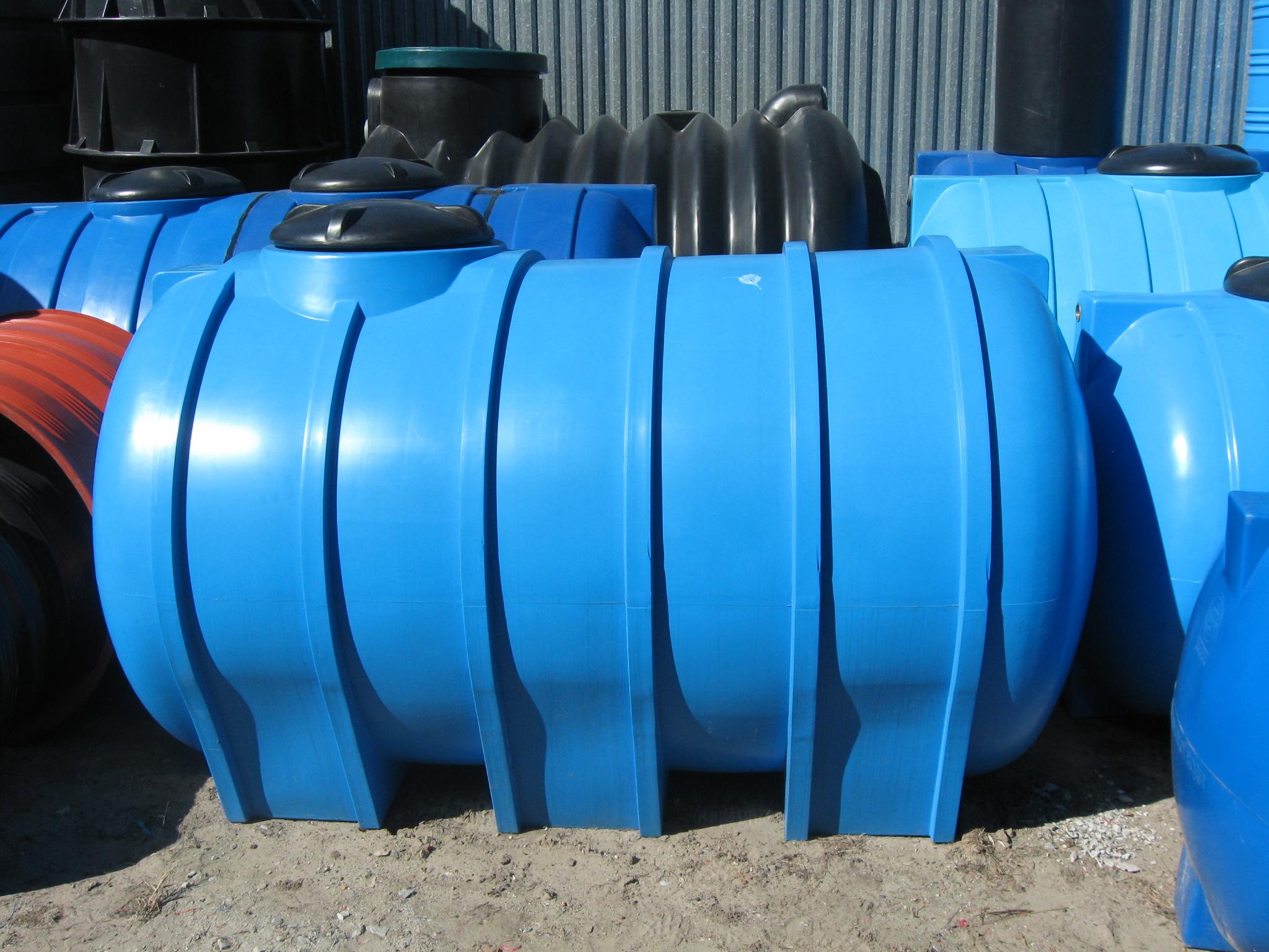 Пластиковые баки для воды: разновидности и области применения