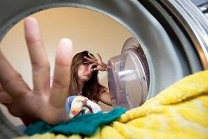 Неприятный запах в стиральной машине-автомат: как избавиться и чем почистить технику