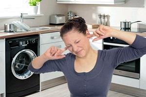 Что делать, если стиральная машина  при отжиме сильно шумит: причины и способы выхода из ситуации