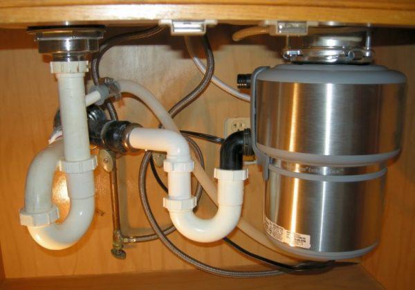 Устройство измельчителя пищевых отходов под кухонной раковиной