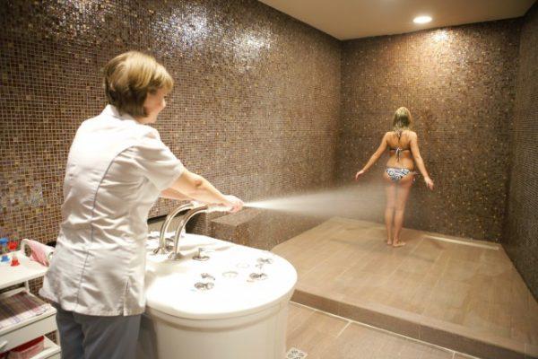 Проведение процедуры душ Шарко