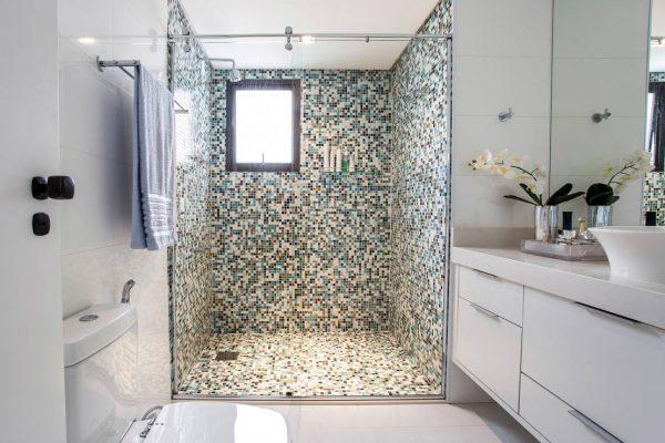 дизайн душевой комнаты в частном доме