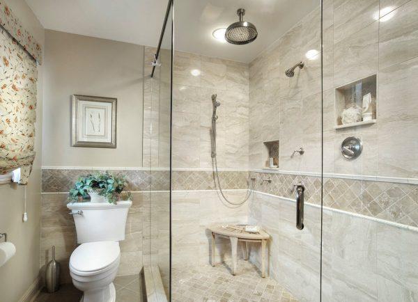 дизайн душевой комнаты в частном доме с керамической плиткой