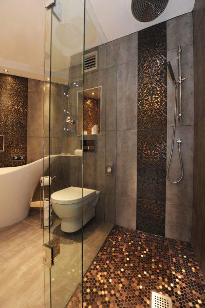 Керамическая плитка в дизайне душевой комнаты в частном доме