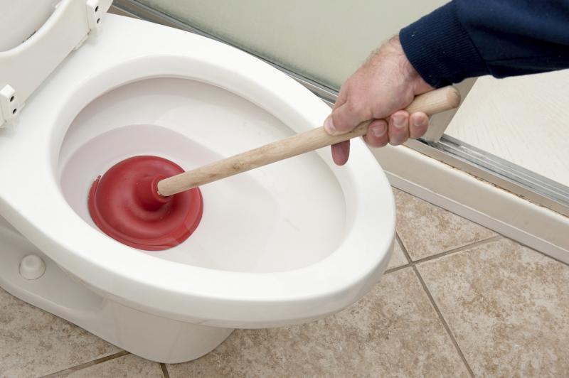 Почему забилась канализация в частном доме, что делать