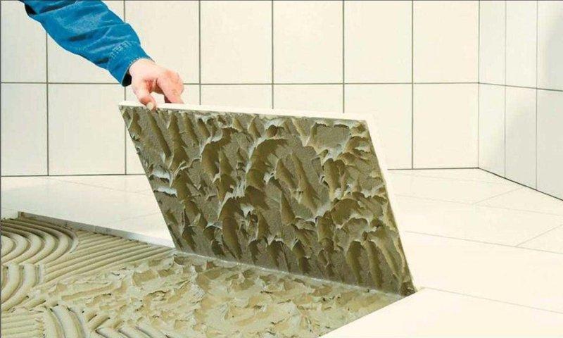 Какой клей для плитки выбрать в ванную — пятёрка лучших