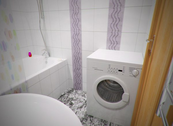 Светлая ванная с контрастными полосами
