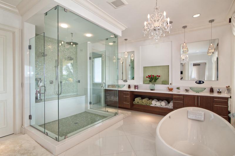 Незамысловатый дизайн ванной комнаты с душевой кабиной: 13 идей с фото