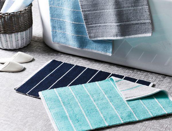 Как сделать коврик в ванную своими руками: из полотенец, винных пробок, помпонов и вязанный крючком