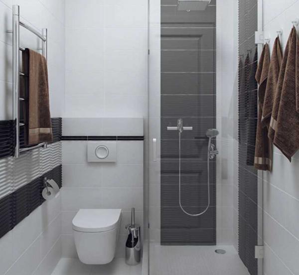 Ванная с компактной душевой кабинкой и подвесным унитазом