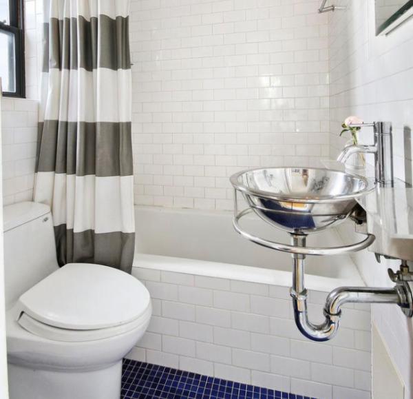 Ванная комната с оригинальной раковиной