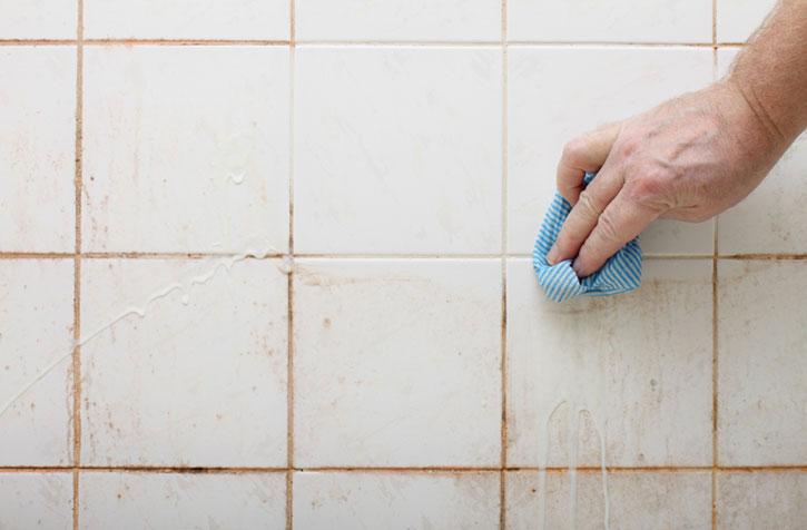 Чем отмыть в ванной плитку от плесени