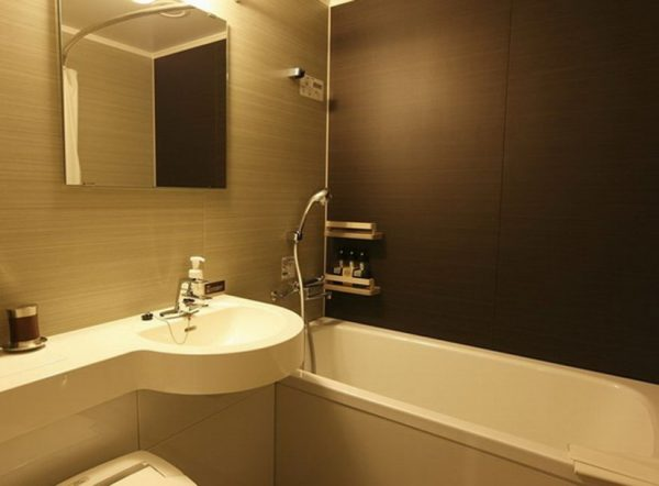 темная ванная комната в хрущевке