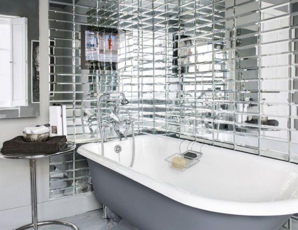 Зеркальная плитка в ванной комнате