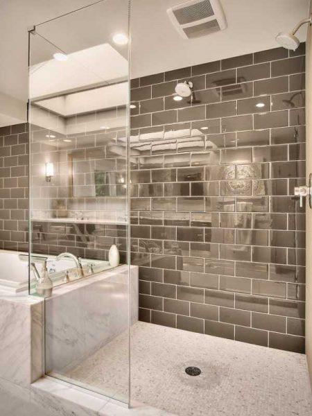Тонированная зеркальная плитка в ванной