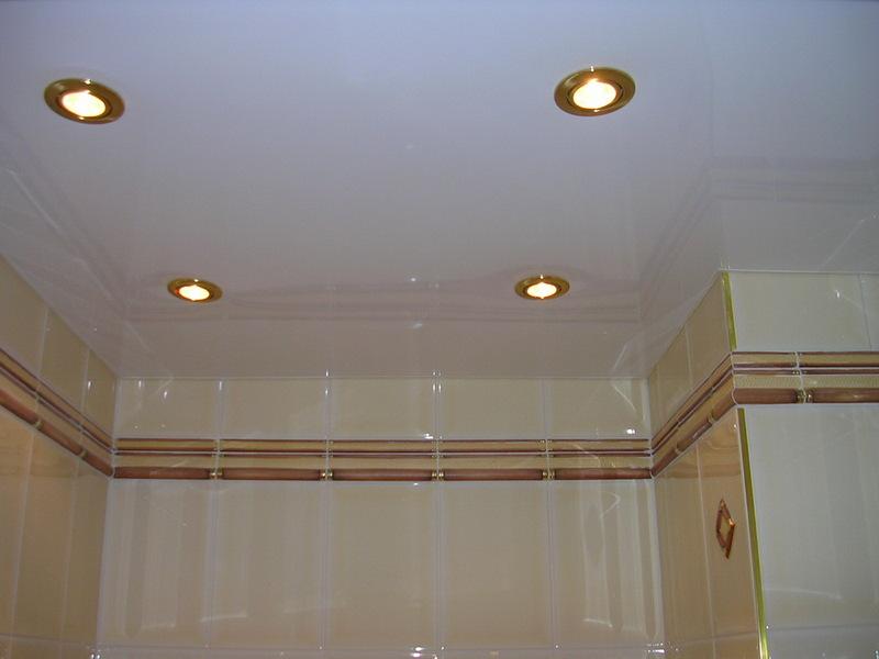 Подвесной потолок для ванной комнаты: плюсы и минусы