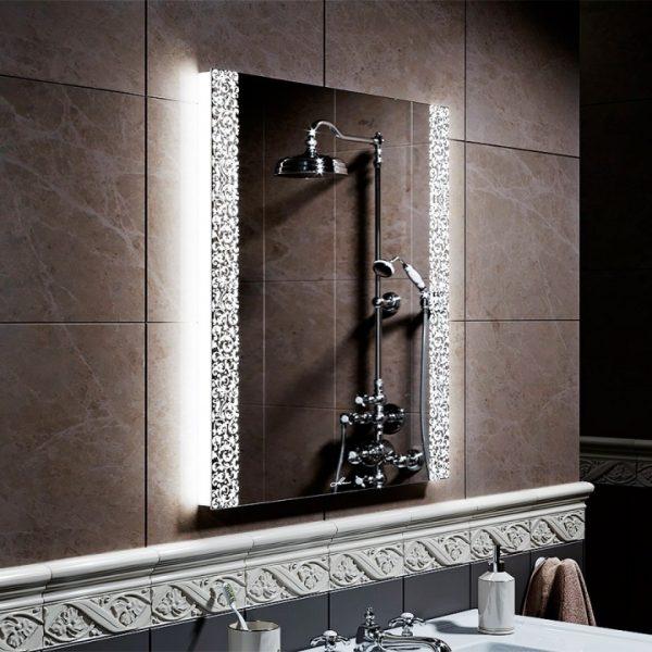зеркало со светодиодной подсветкой для ванной комнаты