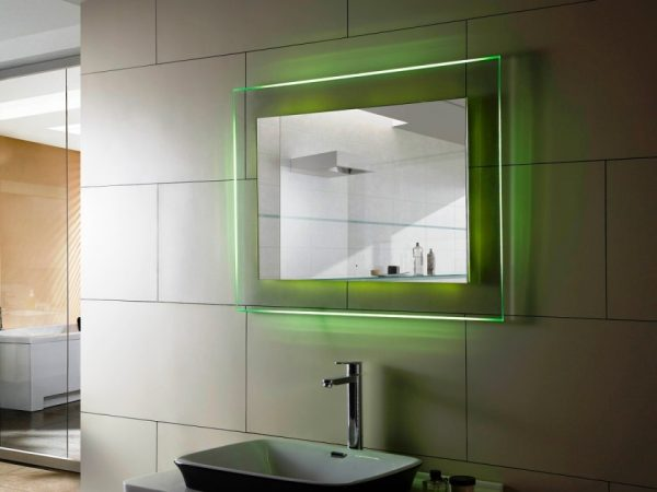 зеркало с цветной подсветкой для ванной комнаты