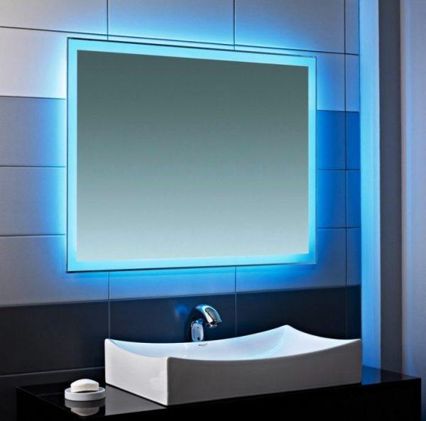 зеркало с синей подсветкой для ванной комнаты