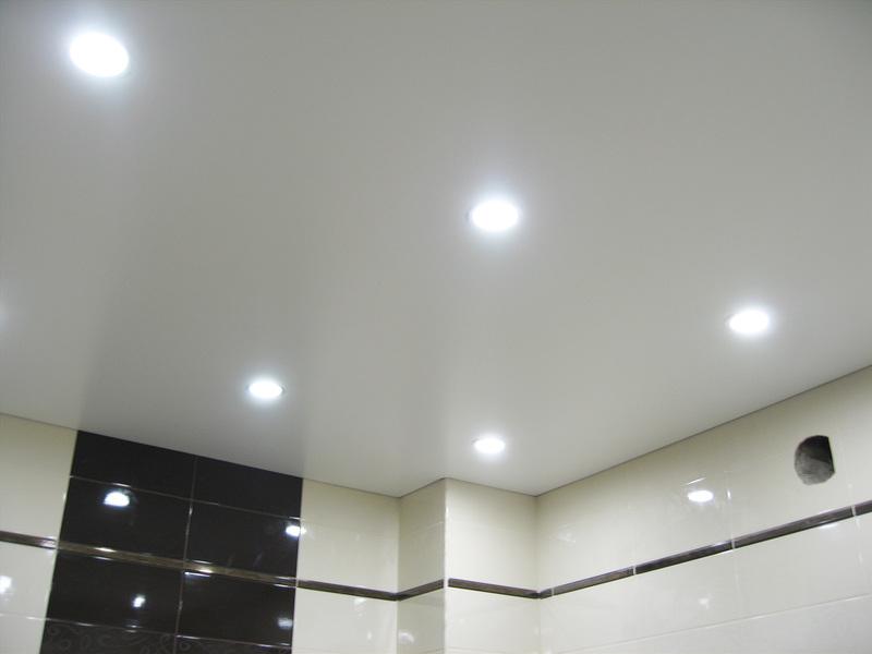 Монтаж светильников в натяжной потолок своими руками: инструкция