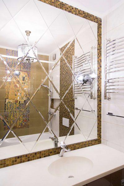 Зеркало в ванной маленького размера