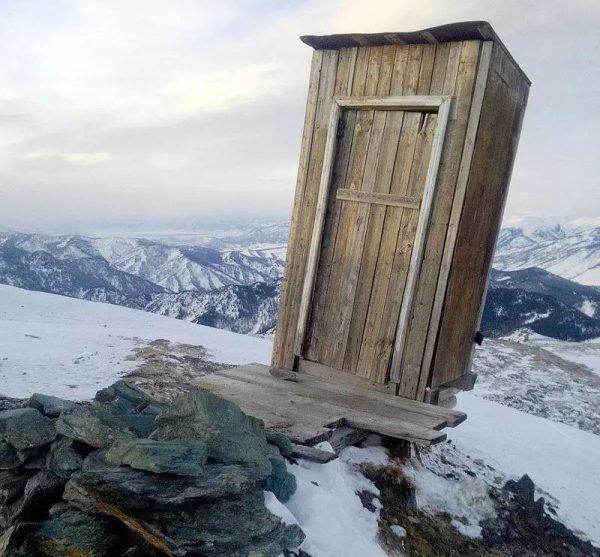туалет над пропастью