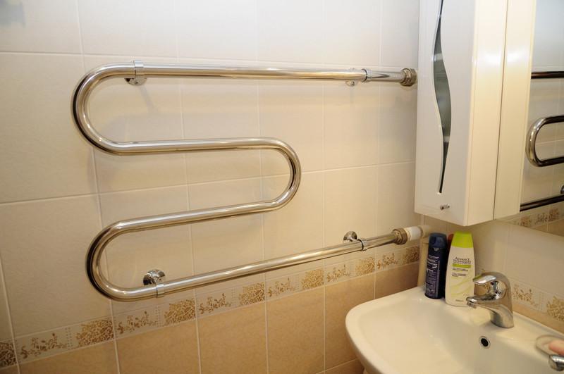 Не греет полотенцесушитель в ванной: причины, что делать