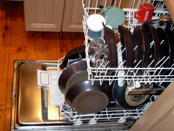 как правильно почистить посудомоечную машину