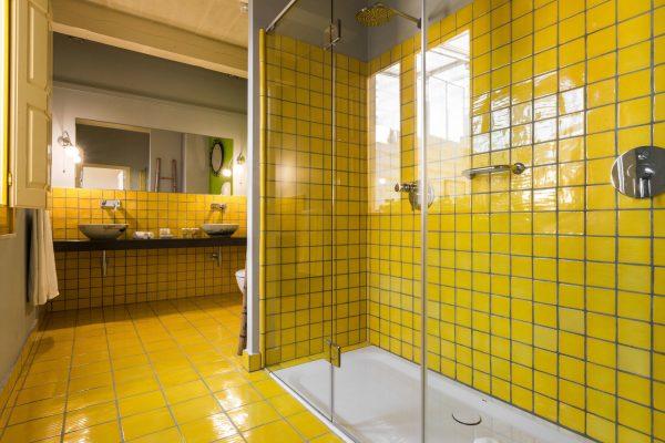 Отделка ванной в жёлтом цвете