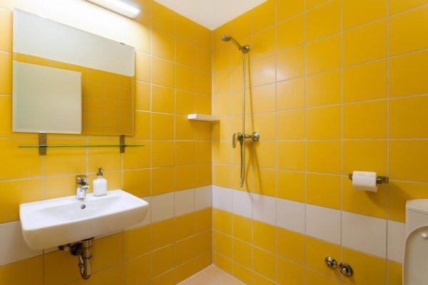 Дизайн ванной в жёлтом цвете