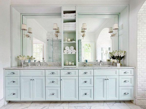 Шкаф в ванной во всю стену