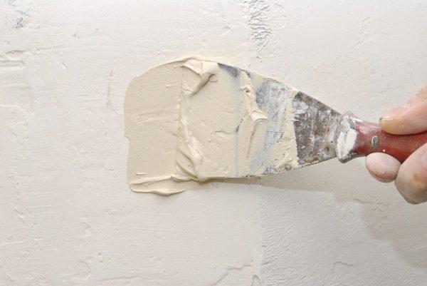 как заделать трещину в стене в ванной