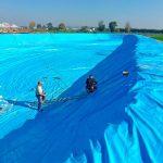 громадный водоём из баннерной ткани