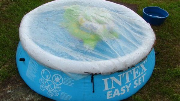 Полиэтиленовая плёнка на бассейне