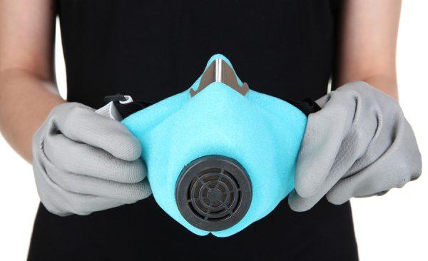 Респиратор и резиновые перчатки