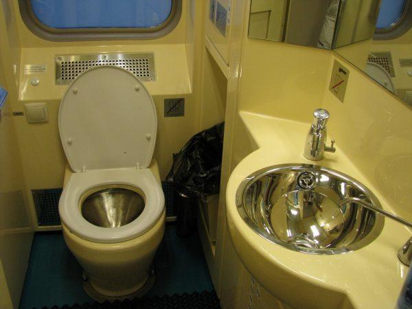 биотуалет в вагоне поезда