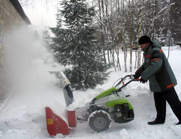 Снегоотбрасыватель