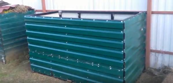 Вариант неправильного изготовления ящика для компоста из профнастила